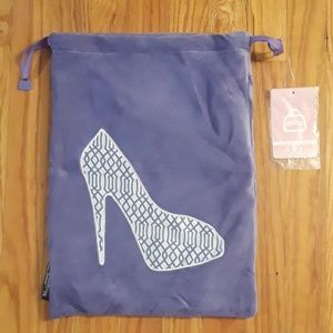 Handbags - NWT Stylish Travel Shoe Bag
